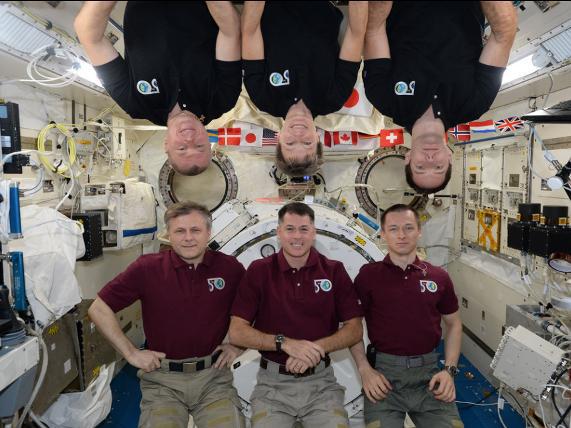 Những bức ảnh ngộ nghĩnh về cuộc sống của các phi hành gia trong không gian - 4