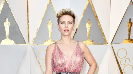 """Là một trong những nữ diễn viên đắt giá nhất tại Hollywood nhưng Scarlett Johansson lại có tới hai lần thử vai thất bại đau đớn. Một là với bộ phim ca nhạc """"Les miserables"""", Scarlett Johansson đã rất cố gắng nhưng không thể hát nổi vì bị viêm thanh quản. Lần thứ hai là khi nữ diễn viên muốn vào vai Lisbeth Salander trong phim """"The Girl with the Dragon Tattoo"""" nhưng lại bị từ chối vì... quá gợi cảm so với nhân vật."""