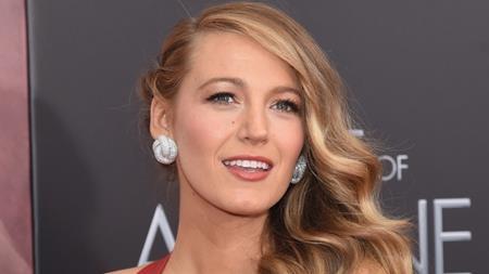 """Nhan sắc trời ban, thân hình hoàn hảo và mái tóc bồng bềnh óng ả, khó có mĩ từ nào diễn tả hết được vẻ đẹp của Blake Lively nhưng cũng vì quá đẹp nên các vai diễn của nữ diễn viên này hầu hết đều """"một màu"""" và khó để lại đột phá cho khán giả."""