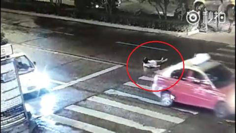 Người phụ nữ bị xe cán 2 lần, không ai quan tâm - 5