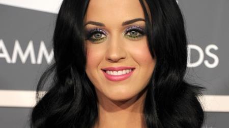 Sau cuộc hôn nhân ngắn ngủi với Russell Brand, Katy Perry cũng khá long đong trong chuyện tình cảm. Diplo, John Mayer hay Orlando Bloom đều là những sao nam nổi tiếng đã đến và đi trong đời Katy.
