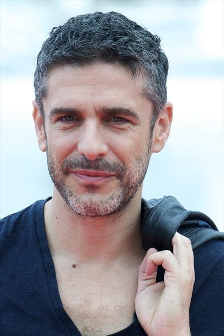 Bụi bặm, nam tính đến khó cưỡng, nam tài tử Leonardo Sbaraglia, 46 tuổi, quả thực xứng đáng làm gương mặt đại diện cho đất nước Argentina