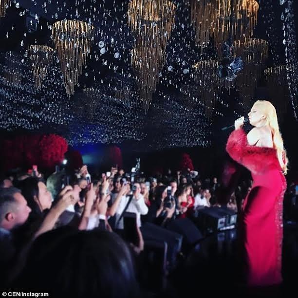 Lady Gaga được mời biểu diễn trong đám cưới xa hoa này