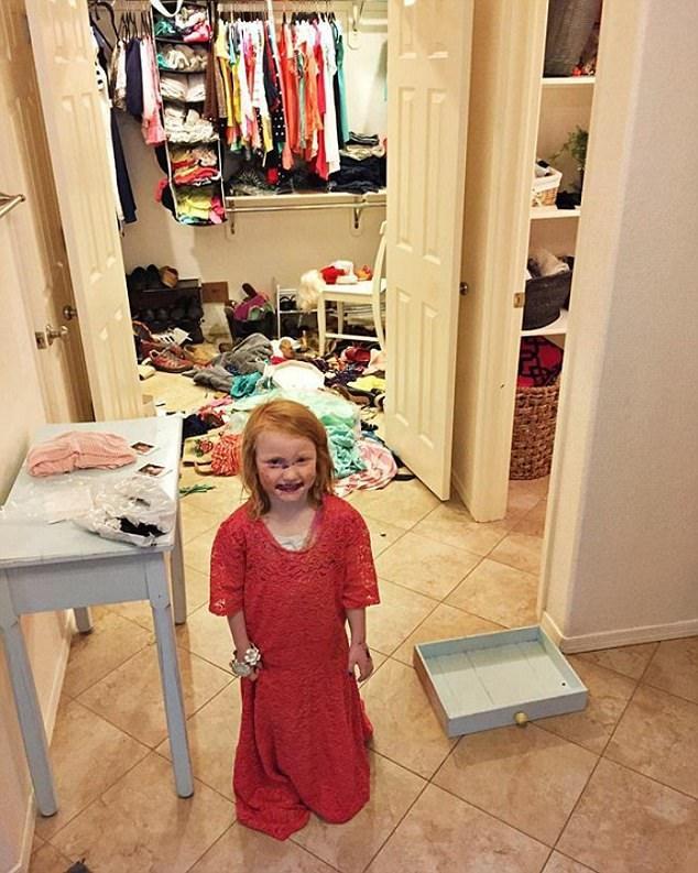 Cô bé nào cũng có ước mơ được quậy tung tủ đồ của mẹ và khoác lên người những bộ váy rực rỡ
