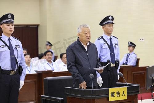 Bạch Ân Bồi trước tòa