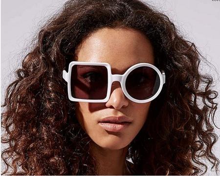 Hãy cùng phá cách với chiếc kính râm có một bên mắt hình vuông và một bên mắt hình tròn