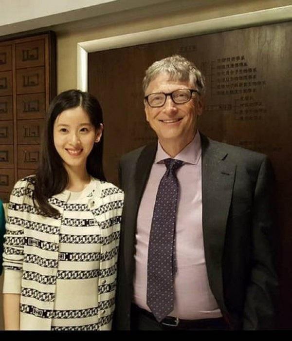 Business Insider cho biết, cô cũng đã được gặp gỡ với nhiều người có ảnh hưởng như Bill Gates, Thống đốc Canada David Johnston và David Beckham.