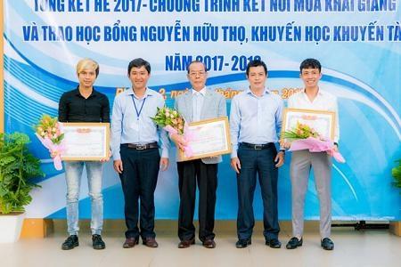 UBND Phường 2, Quận 6 trao giấy khen Công ty Nhựa Long Thành nhờ sự tích cực hỗ trợ đóp góp cho Quỹ.