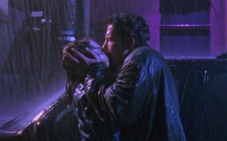 """Ben Affleck và Joey Lauren Adams thì lại có một nụ hôn giằng xé dữ dội trong """"Chasing Amy"""" (1997)"""