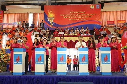 Các đại biểu ấn nút khai mạc Tuần lễ Văn hóa Dầu khí và Hội thao
