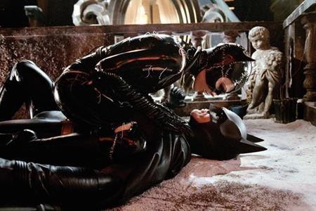 Người Dơi Bruce Wayne từng rơi vào lưới tình với một trong những kẻ thù nguy hiểm nhất của mình đó là Catwoman, tên thật là Selina Kyle.