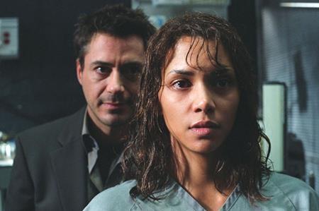 """""""Người Sắt"""" Robert Downey Jr. và nàng """"dị nhân Storm"""" Halle Berry đã rủ rê nhau cùng tham gia tác phẩm """"Gothika"""""""