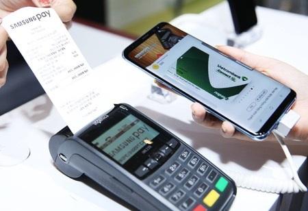 Samsung Pay là thành viên mới nhất gia nhập vào hệ sinh thái Galaxy tại Việt Nam, hỗ trợ tối đa cho trái tim trung tâm là smartphone Galaxy Note8.