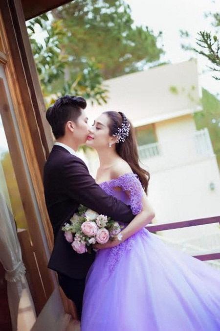 Lâm Khánh Chi cũng khiến dư luận dậy sóng khi viết về chuyện tình với một ca sĩ nổi tiếng có tên viết tắt là Đ.T