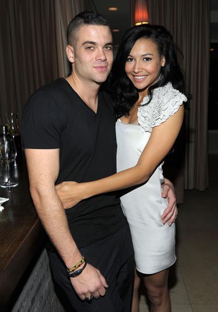 """Hai ngôi sao của bộ phim """"Glee"""", Naya Rivera và Mark Salling cũng đã hẹn hò âm thầm với nhau được ba năm rồi mới chịu công khai. Tuy nhiên, chuyện tình này lại không đi tới một đoạn kết có hậu khi Naya Rivera kết hôn với Ryan Dorsey vào năm 2014."""