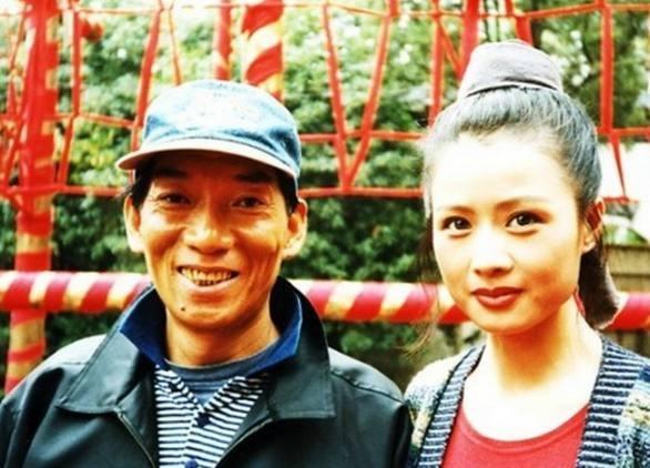 Chỉ đạo võ thuật nổi tiếng Viên Hòa Bình chụp ảnh cùng nữ diễn viên thủ vai Bàng Thu Hà