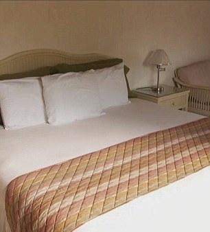 Những chiếc giường cỡ lớn đều được gia cố bằng thép cứng