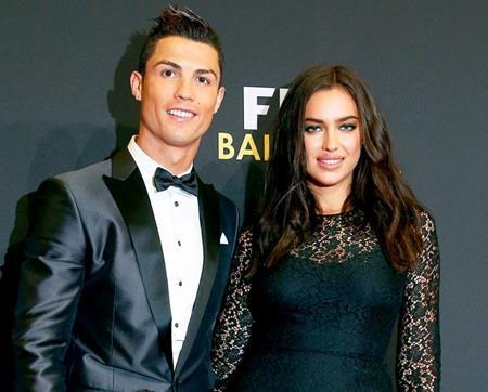 Dù đã chia tay nhưng Cristiano Ronaldo và Irina Shayk vẫn là màn ghép đôi kinh điển giữa sao bóng đá với chân dài bốc lửa. Từng là một cặp đôi hoàn hảo trong mắt người hâm mộ nhưng cuối cùng, Irina Shayk vẫn phải nói lời tạm biệt với Cristiano Ronaldo do bản tính trăng hoa của chàng cầu thủ này.