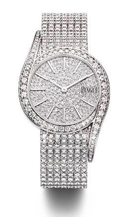 Tượng trưng cho quyền lực và sự đam mê bất tận, kim cương được nhà Piaget sử dụng để gửi gắm những thông điệp riêng cho từng tác phẩm của mình. Với chiếc Limelight Gala, 741 viên kim cương nạm kín trên mặt đồng hồ, dây đeo vàng trắng cũng đính hàng chục viên kim cương. Thêm vào đó, những đường cong nữ tính và cảm hứng từ nghệ thuật thứ bảy của những năm 1970 khiến chiếc đồng hồ ánh lên vẻ huy hoàng của ánh đèn sân khấu.
