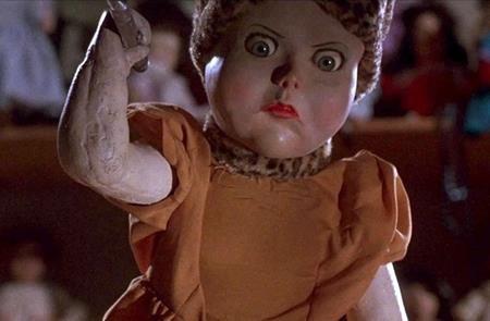 """Bộ phim """"Dolls"""" năm 1987 cũng đã mang tới một hình tượng búp bê hết sức đáng sợ."""