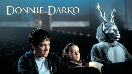 """Làm tiếp một bộ phim kinh điển vốn là nhiệm vụ cực kì khó khăn nhưng các nhà sản xuất phim tại Hollywood vẫn cố gắng tạo ra một tác phẩm """"ăn theo"""" kiệt tác """"Donnie Darko"""" (2001). Chính vì vậy, thất bại của phần hai """"S. Darko"""" đã được dự báo trước, đồng thời, đây cũng là một lời nhắc nhở các nhà làm phim nên cân nhắc kĩ lưỡng trước khi bắt tay vào việc phá hỏng những kiệt tác điện ảnh."""