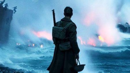 """""""Dunkirk"""" khai thác một chủ đề tưởng chừng như đã nhàm chán: Chiến tranh thế giới thứ II, nhưng tác phẩm của đạo diễn Christopher Nolan chưa bao giờ làm người xem thất vọng, khi đã kết hợp rất hài hòa, uyển chuyển yếu tố thương mại, giải trí với chiều sâu nghệ thuật. Kể lại một câu chuyện lịch sử với nhiều lát cắt nhỏ có chiều sâu, """"Dunkirk"""" đẩy toàn bộ các nhân vật đi đến giới hạn và rồi khiến ai ai cũng phải vỡ oà với thông điệp tố cáo chiến tranh theo cách nhân văn nhất, đậm đà tình người nhất."""