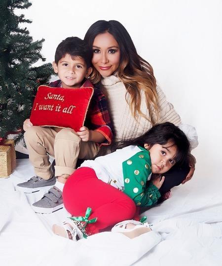 Người đẹp Snooki hân hoan đón Giáng sinh bên đàn con thơ