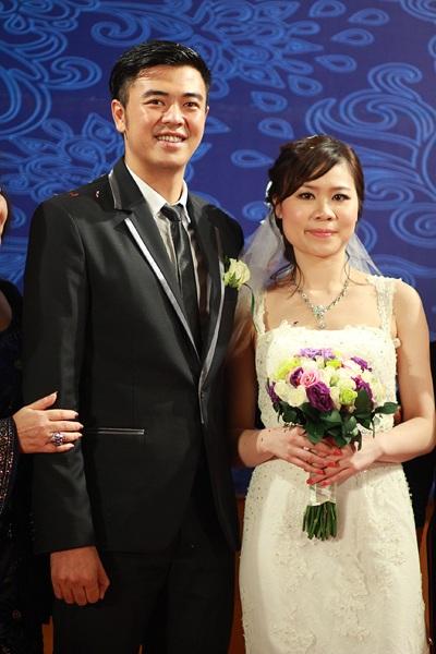 Vợ bị chê vừa già vừa xấu, Phan Hiển dẫn đầu top sao nam đáp trả đanh thép - 16