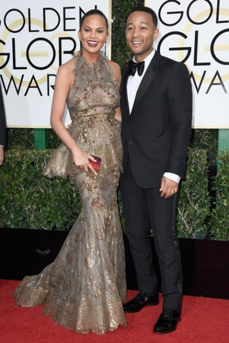 """Vợ chồng John Legend và Chrissy Teigen lúc nào cũng """"dính nhau như sam"""""""