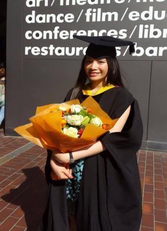 Bùi Thị Mai Trang du học sinh tại London, Vương Quốc Anh.