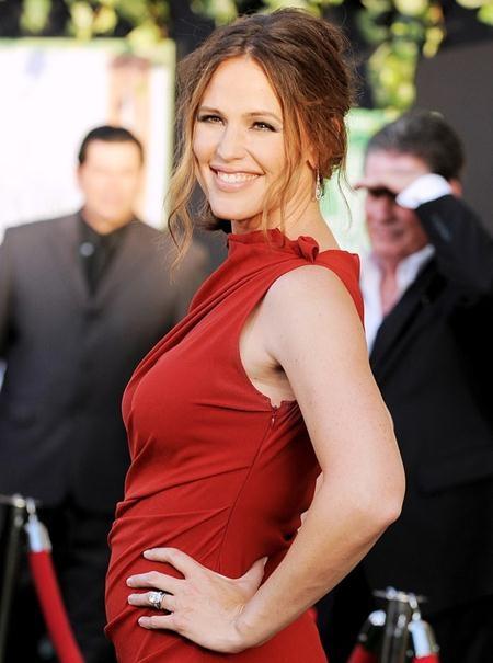 """Vào đúng ngày sinh nhật lần thứ 33 của Jennifer Garner, Ben Affleck đã ngỏ lời cầu hôn nữ diên viên phim """"Bí danh"""" kèm theo một chiếc nhẫn 4.5 carat kim cương"""