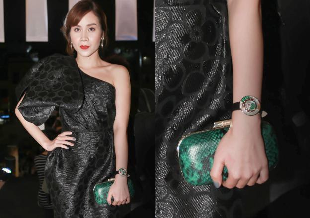 Lưu Hương Giang cũng chọn phiên bản Policromia xanh ton sur ton với ví cầm tay để làm điểm thu hút ánh nhìn trên nền trang phục đen. Nữ ca sĩ xuất hiện đơn giản và đẳng cấp tại lễ trao giải WeChoice Awards vừa mới diễn ra.