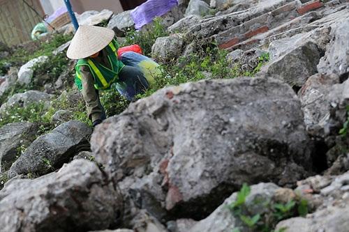 Nhọc nhằn nghề gánh rác nơi lưng chừng trời Yên Tử - 2