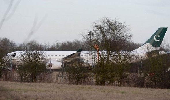 Phi cơ thương mại Pakistan hạ cánh tại sân bay London Stansted