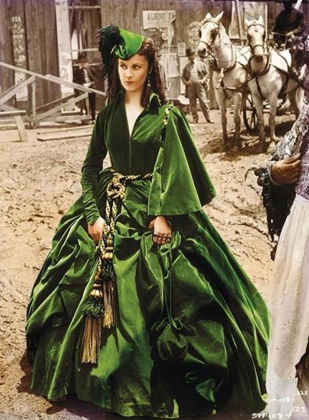"""Chiếc váy xanh mà nhân vật Scarlett OHara mặc trong """"Gone with the Wind"""" đã khiến người xem phải nghiêng ngả ngay từ phút đầu tiên nhìn thấy"""