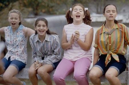 """Câu chuyện về nhóm bạn gái đáng yêu với mùa hè thị trấn mộng mơ trong bộ phim """"Now and then"""" đã quyến rũ rất nhiều thế hệ thiếu nữ và cho đến tận bây giờ, tác phẩm này vẫn nằm trong danh sách những bộ phim tuyệt vời khó có thể bỏ qua trong ngày 8/3."""
