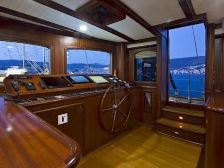 Chiếc Regina còn sở hữu tới 9 thuyền viên…