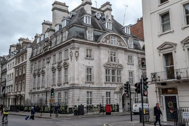 Căn nhà nằm giữa thủ đô London này thuộc sở hữu của vua Salman.