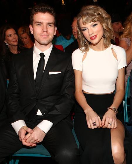 Cậu em trai Austin của Taylor Swift hiện vẫn đang là sinh viên theo học tại đại học Notre Dame
