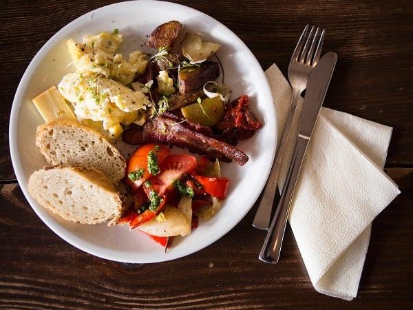 10 khách sạn có bữa ăn sáng muộn ngon nhất thế giới - 5