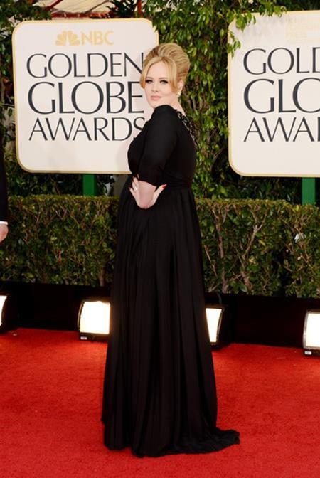 """Adele cũng đã gia nhập danh sách những ngôi sao """"lên chức"""" sớm khi sinh hạ cậu con trai Angelo ở tuổi 24"""
