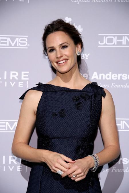 """Dù đã 44 tuổi nhưng ngôi sao phim """"Bí danh"""" Jennifer Garner trông vẫn không khác gì so với hồi đóng """"13 going on 30"""""""