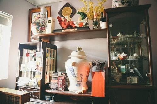 Căn nhà của Chu Hùng được bài trí với phong cách cổ điển.