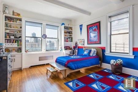 Một phòng ngủ khác thì ngập tràn bầu không khí thể thao