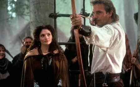 """Không chỉ riêng các diễn viên nữ mà ngay cả các nam diễn viên cũng cần tìm tới thế thân để đóng cảnh nude. Điển hình như Kevin Costner trong phim """"Robin Hood: Prince of thieves"""", do không hài lòng với vòng 3 của mình nên nam tài tử đã yêu cầu đoàn làm phim sử dụng diễn viên đóng thế."""
