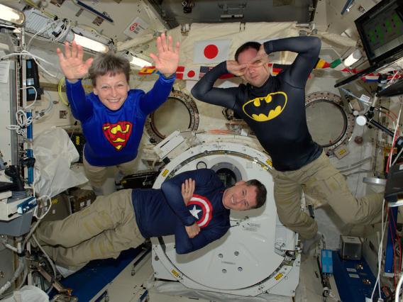 Những bức ảnh ngộ nghĩnh về cuộc sống của các phi hành gia trong không gian - 5