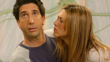 """Rất nhiều ngôi sao trẻ đã đến thử vai và hy vọng được nhận đóng vai Rachel trong loạt phim sitcom """"Friends"""". Thậm chí, các nhà sản xuất cũng đã cảm thấy rất hứng thú với nữ diễn viên Tea Leoni và Jennifer Aniston thực sự đã rất may mắn mới nhận được vai diễn """"vạn người mê"""" này."""