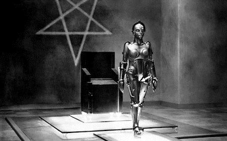 """""""Metropolis"""", tác phẩm điện ảnh kinh điển thuộc thể loại khoa học viễn tưởng ra đời vào năm 1927 vẫn luôn được xem là một trong những bộ phim có ảnh hưởng nhất mọi thời đại và là bộ phim câm tốn kém nhất trong lịch sử. Mâu thuẫn gay gắt trong cốt truyện, hình tượng nhân vật, bối cảnh và cả hiệu ứng âm thanh xuất sắc của """"Metropolis"""" đều đã trở thành mẫu mực, khuôn thước cho nhiều tác phẩm đời sau học tập."""
