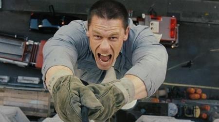 """Khi đóng bộ phim """"12 rounds"""", John Cena đã thực hiện rất tốt những cảnh quay hành động chiến đấu. Tuy nhiên, khi nhân vật trong phim phải lơ lửng treo mình bằng một sợi thừng bên ngoài toà nhà chọc trời, Cena đã rất lo lắng. Vì chứng sợ độ cao nghiêm trọng nên nam tài tử cũng đã cân nhắc tới việc bỏ ngang vai diễn."""
