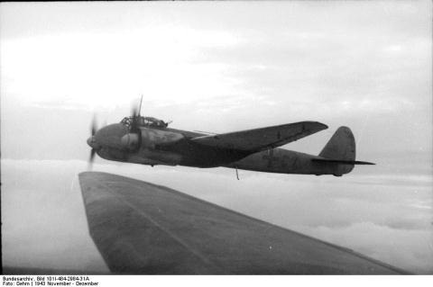 9 máy bay ném bom mạnh hơn máy bay tiêm kích - 5